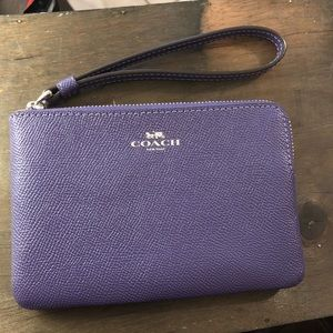 NWT Coach Corner Zip Wallet - gift box included
